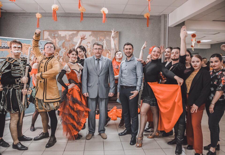 festival-krasivogo-tela-video-porno-horoshego-kachestva-film-starimi-razvratnikami